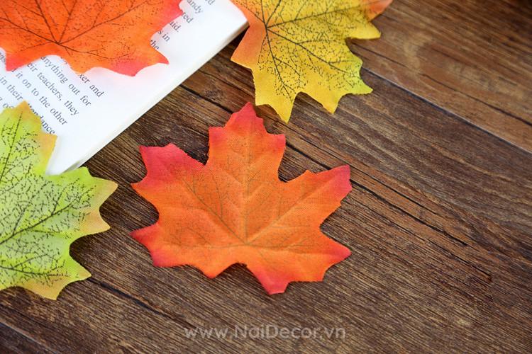 Lá phong chụp ảnh sản phẩm phong cách mùa thu