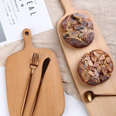 thớt gỗ chụp ảnh bánh mì, bánh ngọt