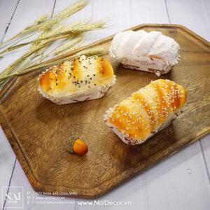 Chủ đề, concept chụp ảnh, gợi ý mua hàng, Bánh mì, BST, Cam nhạt, Đồ ăn, Khay gỗ, Lúa mì, nâu, Nền gỗ, Trắng, Vàng nhạt, Bánh mì mè