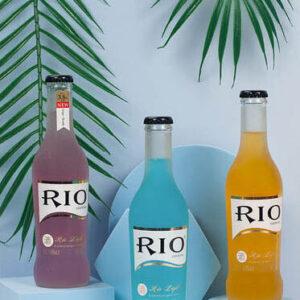 Chụp Đồ uống / Nước đóng chai với khối hình học nhiều màu sắc, Lá cây, Nền màu, nước uống, sản phẩm, Trắng, xanh dương nhạt, xanh lá đậm, xanh ngọc