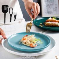 BST, Đĩa sứ, Đồ ăn, mì, Mì sợi, Muỗng Nĩa Dao Inox, Muỗng nĩa inox, Nền trắng, Spaghetti, Trắng, Vải trắng, Vàng nhạt, Xanh dương nhạt