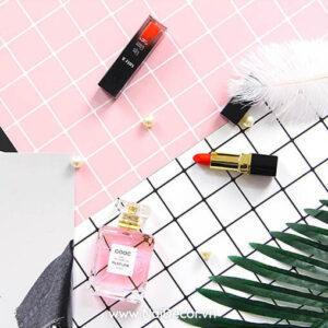 Bìa Caro, Bìa tạp chí, BST, hồng nhạt 2, Lá cây, Lông đà điểu, mỹ phẩm, nước hoa, Sản phẩm, Son môi, Trắng, chủ đề, concept chụp ảnh, gợi ý mua hàng