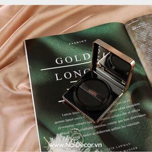 Chụp Phấn trang điểm với cuốn tạp chí, vải lụa bóng sang trọng, BST, Cuốn tạp chí, Mỹ phẩm, Sản phẩm, Trang điểm, Vải lụa, Chủ đề, concept chụp ảnh