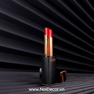 Chụp Son môi đẹp với quạt giấy màu đen, Mỹ phẩm ,Son môi ,Quạt giấy ,Nền màu ,concept chụp son môi đẹp, chủ đề chụp ảnh