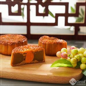 Chụp Bánh trung thu với khung cửa, thớt gỗ, BST ,Bánh trung thu ,Thớt gỗ ,Khung cửa sổ , Concept chụp ảnh bánh ngọt 2020, chủ đề chụp food