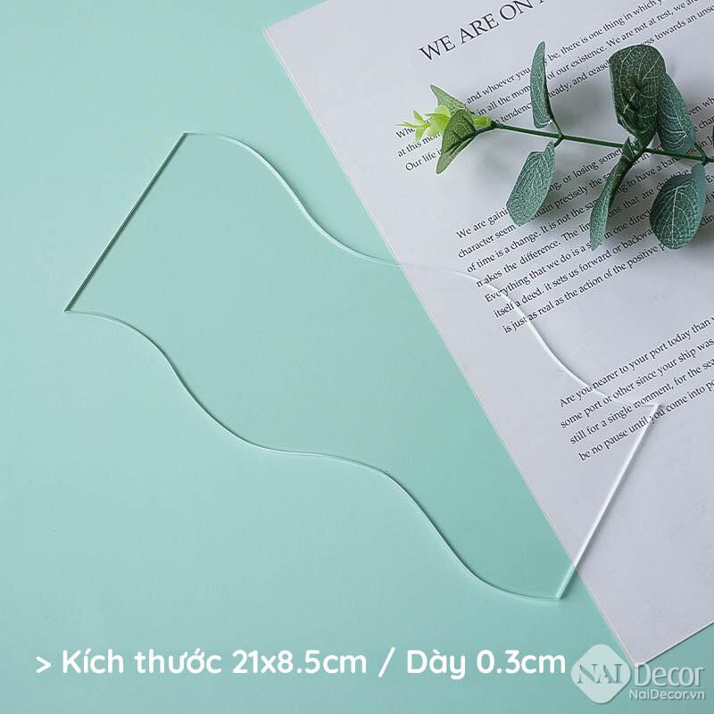 Tam Nhua Acrylic Trong Suot S8